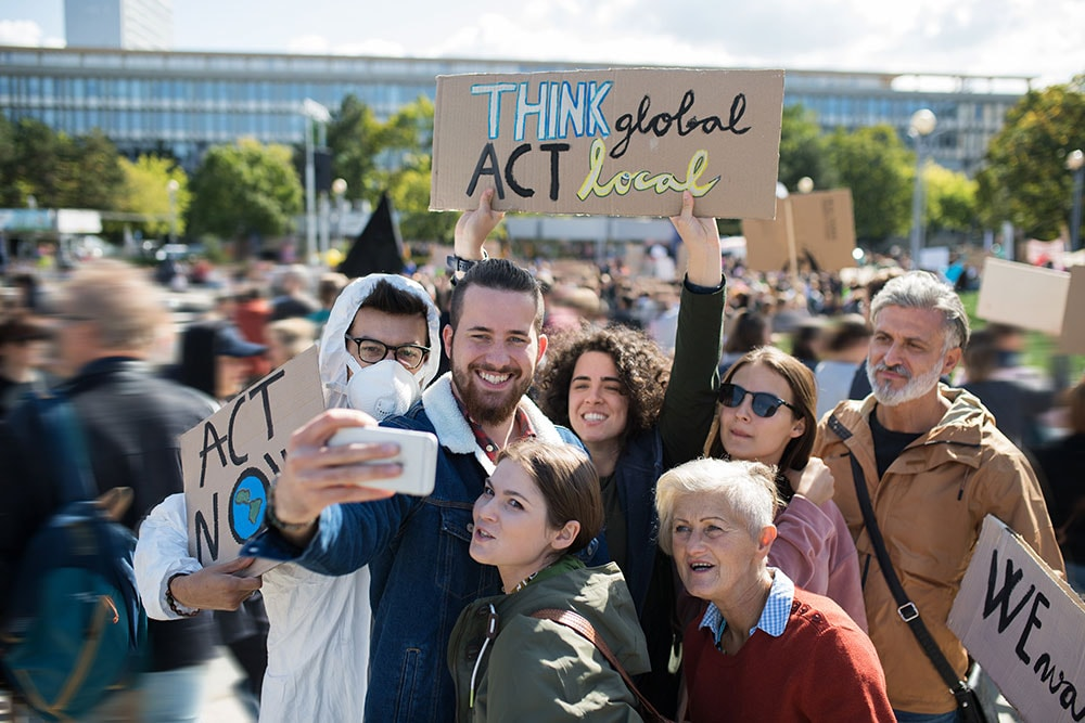 spreading the political agenda via smartphone